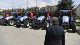 AKP'li değilsen traktör yok!